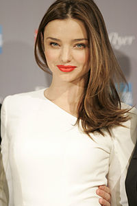 200px-Miranda_Kerr_launches_new_Qantas_Frequent_Flyer_Rewards_Alliance_-_Sydney_(4)